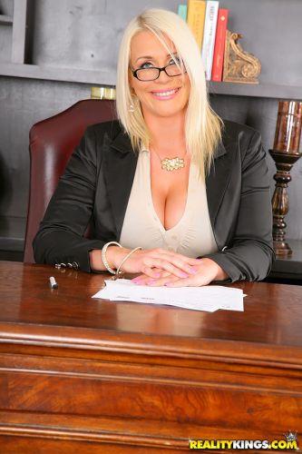 Sadie Swede pulls her big tits out of uniform  № 310282 загрузить