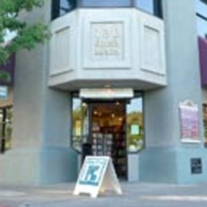 Many Rivers Books & Tea