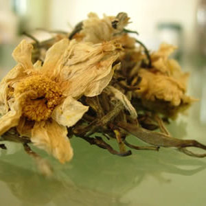 Silver Needle with Chrysanthemum Blossoms from Art of Tea
