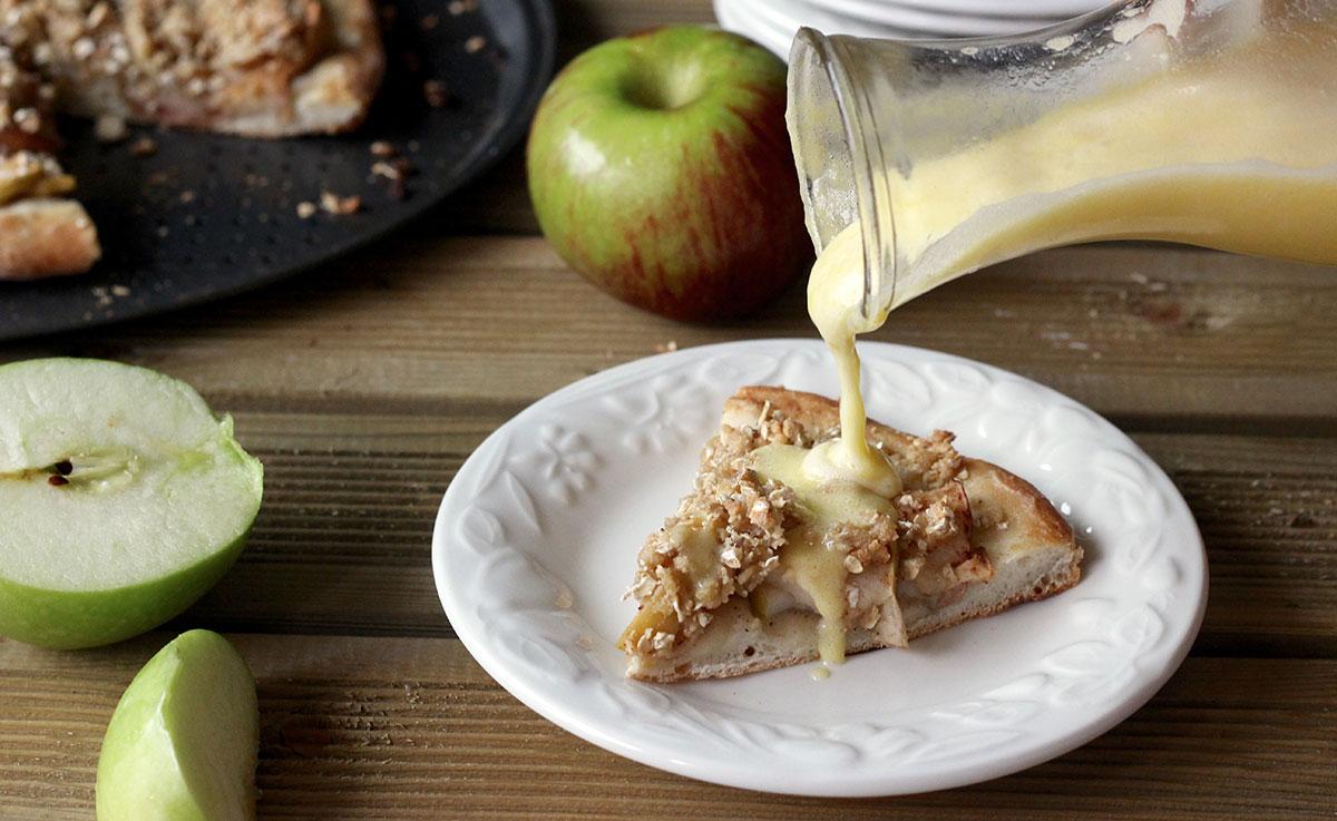 notre recette de pizza aux pommes et son coulis de cr me. Black Bedroom Furniture Sets. Home Design Ideas