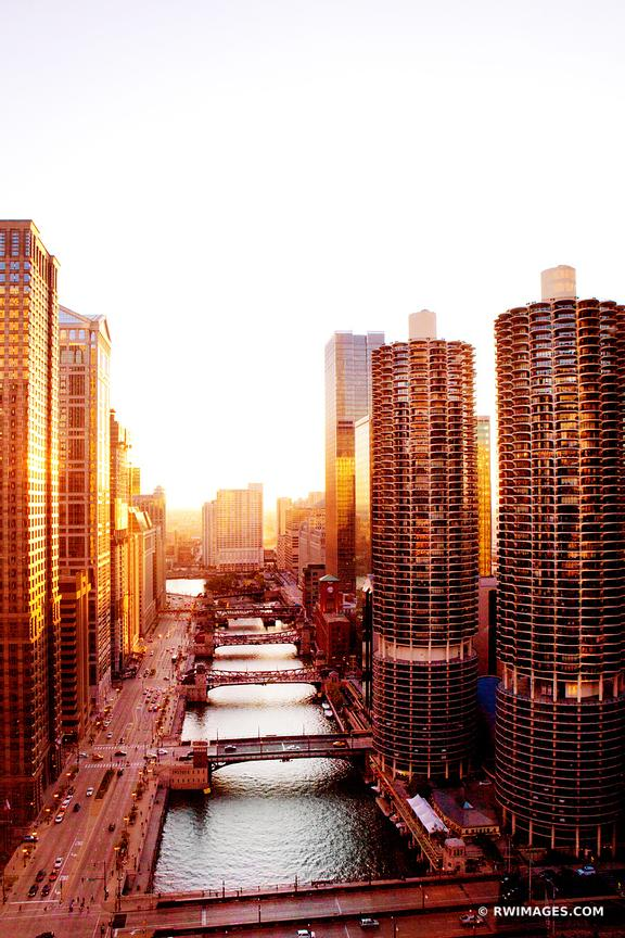 CHICAGO RIVER MARINA CITY CORN COB TOWERS CHICAGO COLOR VERTICAL