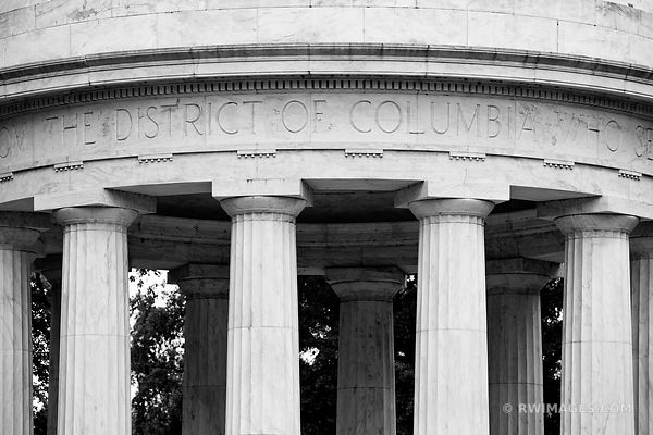 DISTRICT OF COLUMBIA WAR MEMORIAL WASHINGTON DC BLACK AND WHITE