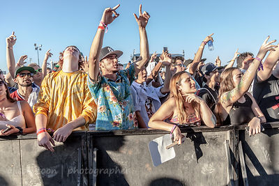 Crowd watching Mobb Deep