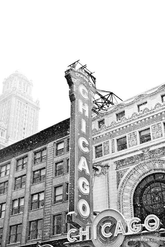 CHICAGO THEATRE WINTER DAY HEAVY SNOWFALL CHICAGO ILLINOIS BLACK AND WHITE VERTICAL