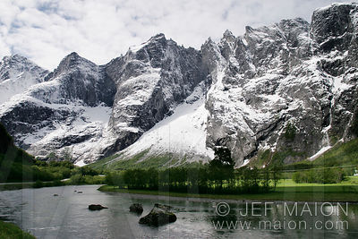 Rauma river and Trollveggen (Trolls´ Wall)