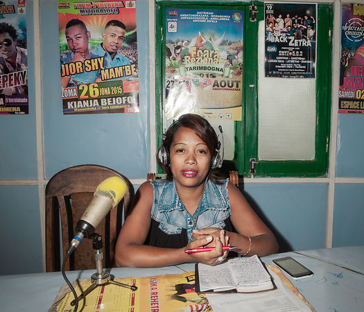 "AMBATONDRAZAKA - Mrs. Liva Razafindrabe, 35 years old, widow, 3 children, is a reporter in a famous local radio in Ambatondrazaka, Radio Amomix Plus. Journalist since 2009, passionate about her job, she realizes that being a journalist in the countryside really represents the ""4th power"". The people she deals with in her job are often divided between respect for her job and distrust in what she will broadcast on the radio. Nevertheless, all the doors are generally open to her, she has no editor in chief who would control her work, she is completely autonomous in what she wants to broadcast. This is quite difficult for her, because the line between journalistic ethic and personal opinion is often difficult to keep."