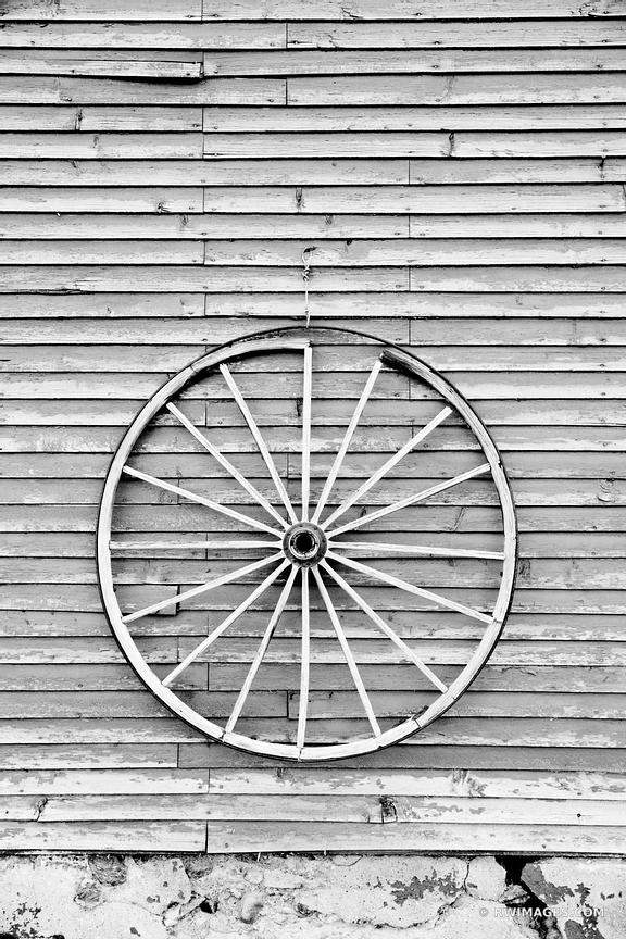 VINTAGE WOODEN WAGON WHEEL ON A BARN WALL VERMONT BLACK AND WHITE