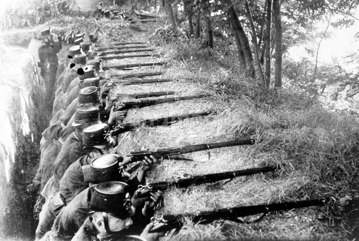 trench warfare in ww1 essay Trench warfare was definitely one of the main events of the first world war it changed the way we thought about war, going from people thinking that war was good for their economies and necessary.