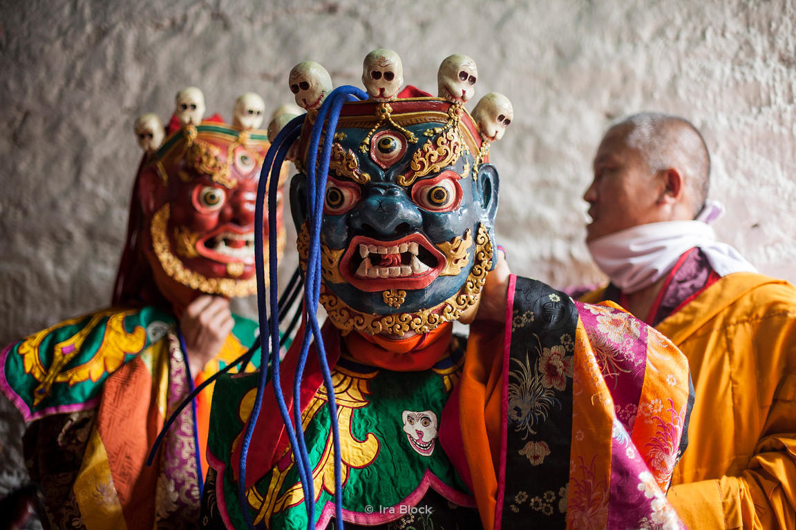 mask dances of bhutan From mask dance to traditional songs, all the performing arts form part of the tradition that has moulded the bhutan's identity since the teaching of enlightenment.
