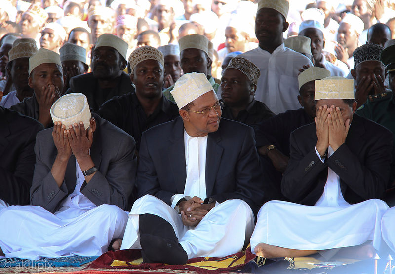 Zanzibar President Ali Mohamed Shein (R), first Vice President Seif Sharif Hamad (L) and Tanzanian President Jakaya Kikwete (C) attend mass prayers in Zanzibar's main football pitch Miasara in Stone Town September 12, 2011. Thousands of people attended prayers on Monday evening for those lost in the Spice Islander ferry disaster.