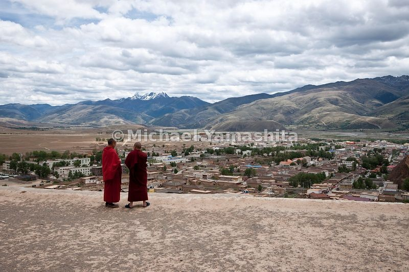 Chamagudao, Tea Horse Road, Ganze monastery is one of the most important in Kham area. Once had over 1000 monks, 50 years ago, now down to 370. Many have fled to India. Gelukpa school.  .....................................