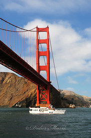 Bateau sous le Golden Gte Bridge San Francisco Californie 10/12
