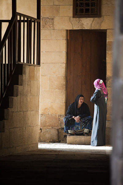 Egypt - Cairo - Two women talk in an alleyway, Bein al-Qasreen area, Islamic Cairo