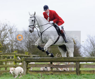 The Cottesmore Hunt at Hill Top Farm 9/12 photos