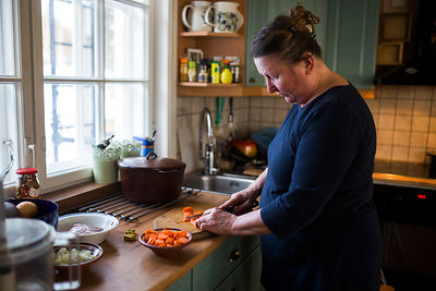 Making of pea soup in the style of Sirkku Kyrö.