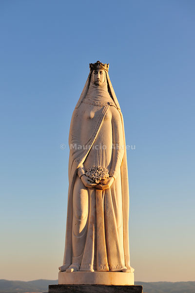 The beautiful white marble statue of Queen Santa Isabel (1271-1336), by the sculptor António Paiva. Estremoz, Portugal