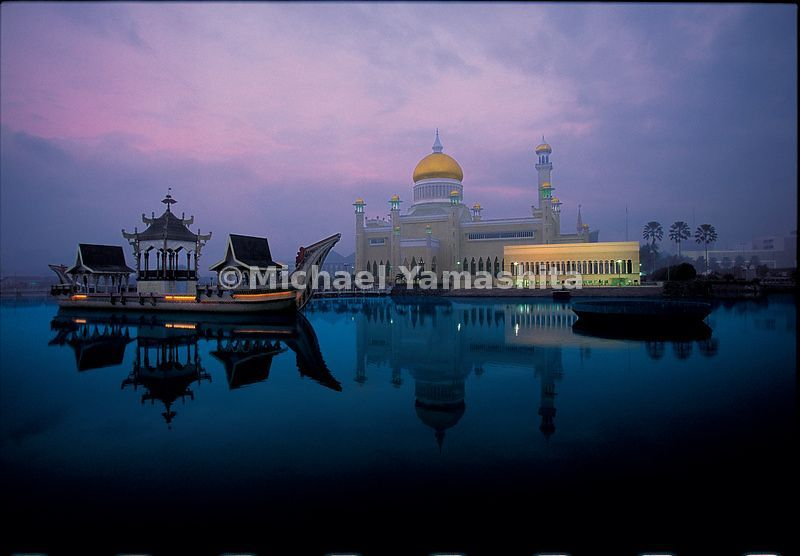 Dawn over the Grand Mosque. Zheng He, with his Muslim roots, must have been pleased to visit this bastion of Islam.