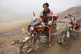 Motorcyclist, Dongda Pass