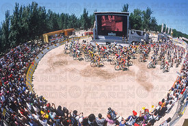 GENERAL VIEW START MENS RACE MADID, SPAIN. TISSOT MOUNTAIN BIKE WORLD CUP 2002
