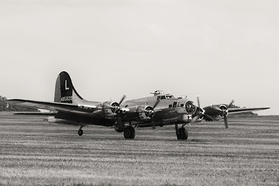 "B-17 Superfortress ""Yankee Lady"" Landing"