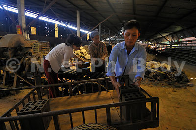 VIETNAM, VINH LONG, FABRIQUE DE BRIQUES//Vietnam, Mekong delta, Vinh Long, bricks mill