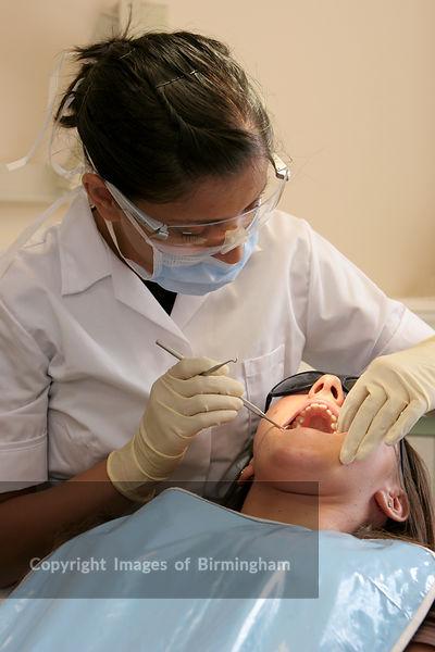 how to become a dental nurse