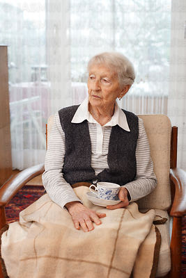 worried_90_year_old_lady_at_home_xl