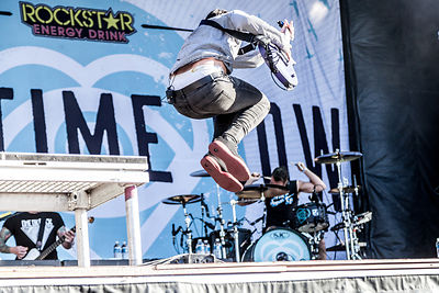 Jack Barakat, guitar, jumping, All Time Low