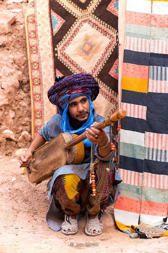 A local musician in the ksar of Ait Benhaddou in Morocco
