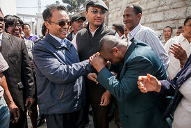 Marc Ravalomanana (L), former president of Madagascar who was in exile in South Africa since 2009, is greeted by supporters while returning to his home in Antananarivo on October 13, 2014.