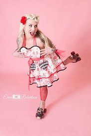 PinUp-girl-on_roller-skates