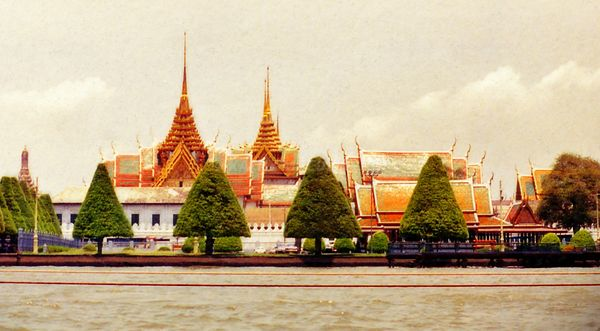 58_Massage_Bangkok_temple_from_the_river