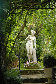 Sculpture féminine Giverny Eure 06/09