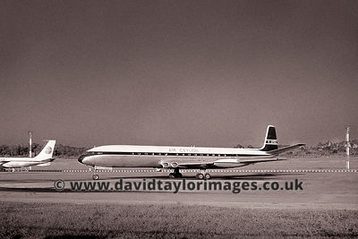 Comet on an Air Ceylon charter | Comet 4 G-APDS | Singapore Paya Lebar May 1962