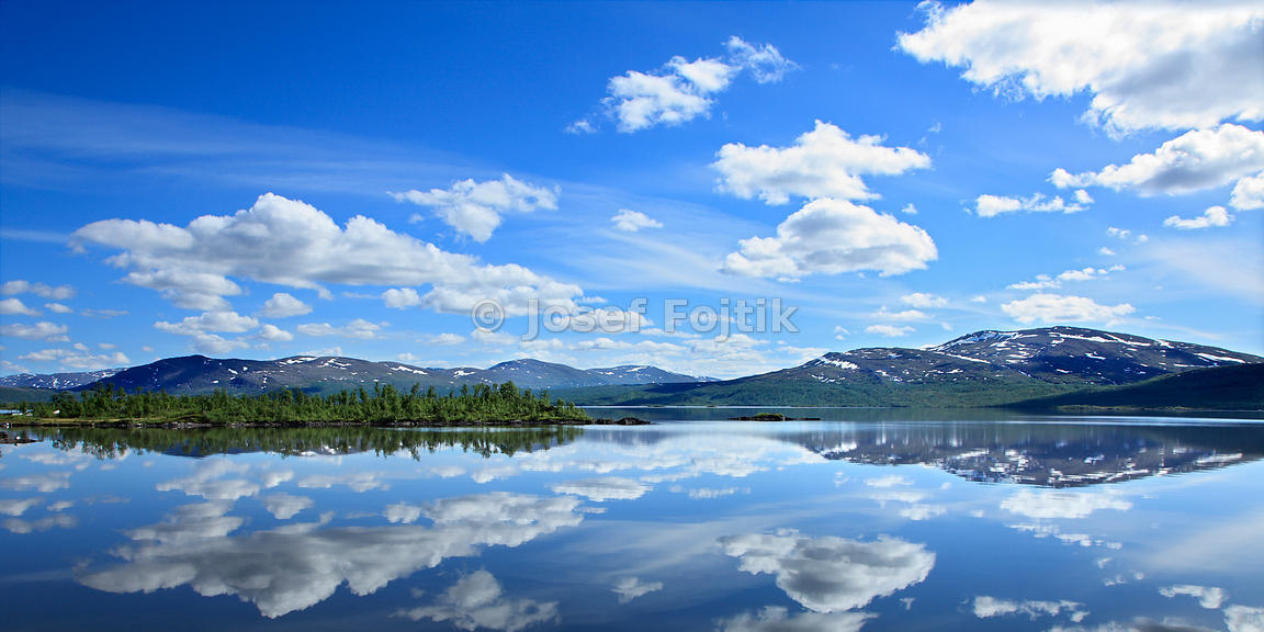 Överuman Lake on the Norway-Sweden border