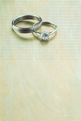wedding_rings_on_old_paint_background