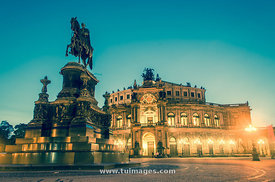 Semperoper Dresden, Theaterplatz