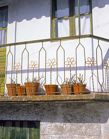 Metal Fence Flowers in Flower Pots