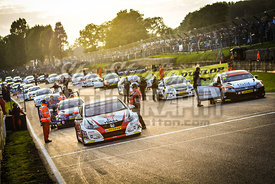 17_-_BTCC_Grid_in_Sunset_Brands_Hatch_2015