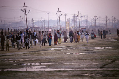 India - Allahbad - Pilgrims arrive at dawn a the Ardh Kumbh Mela 1995, Allahbad, India