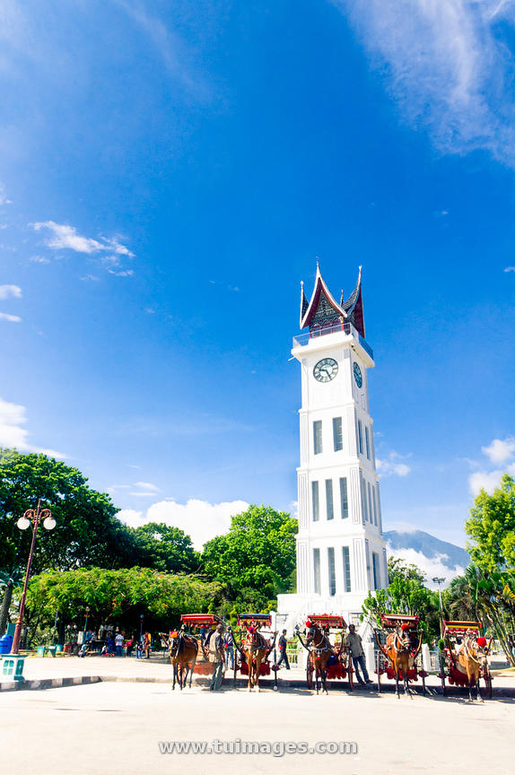 bukittinggi clock tower, jam gadang