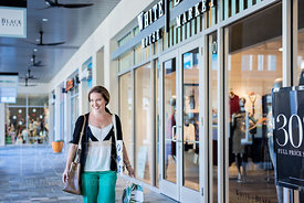 0171117_Gaunce_Meredith_Shopping-10_1500x2250px_300dpi