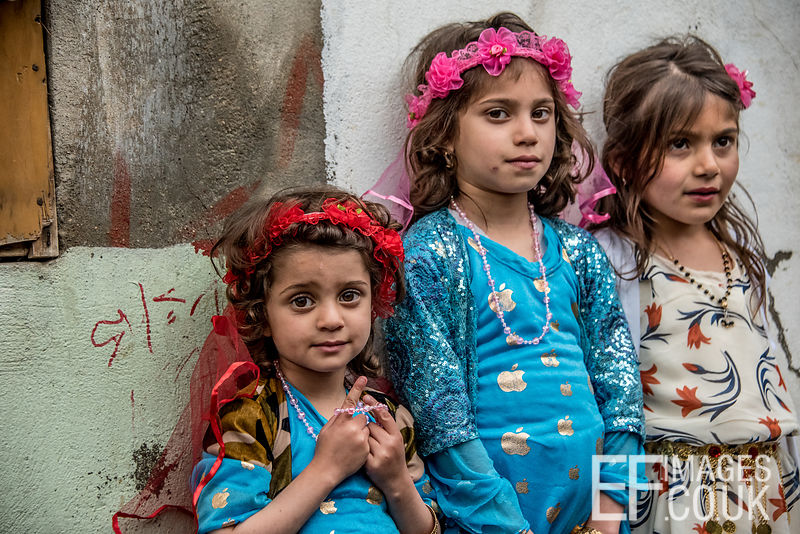 We're Bored Of This Now! Girls Dressed Up For Newroz Get Tired Of Posing