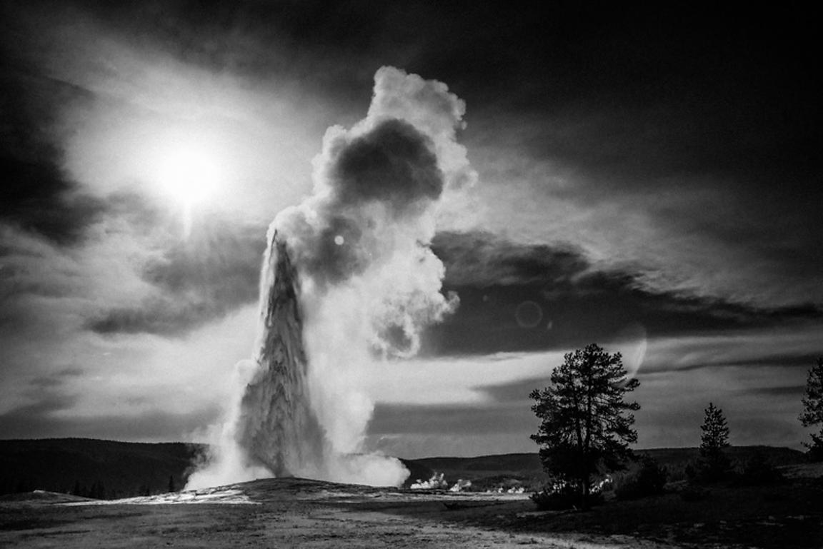 0537-Old_Faithful_Yellowstone_National_Park_Wyoming_USA_2014_Laurent_Baheux