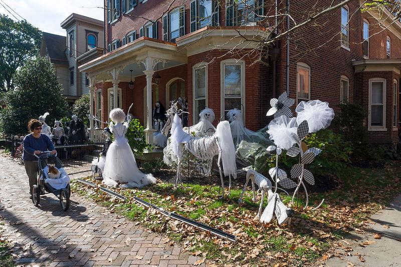 Michael freeman photography halloween in lambertville for Decoration jardin halloween