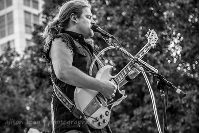 Frank Hannon, guitar and vocals, Frank Hannon Band, CIP 2015