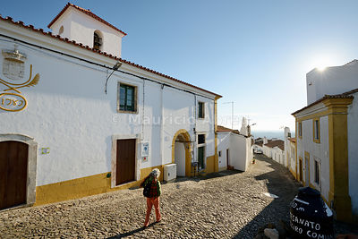 An old street of the medieval walled village of Evoramonte. Alentejo, Portugal (MR)