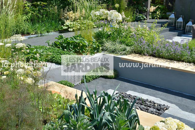 la phototh que les plus beaux jardins jardin urbain terrasse contemporaine en contrebas. Black Bedroom Furniture Sets. Home Design Ideas