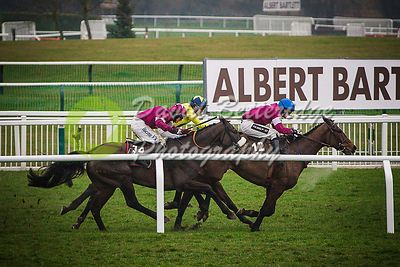Cheltenham_Gold_Cup_Day_2015_-234