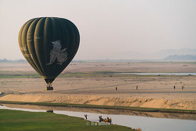 Hot air balloons near the Ayeyarwady River, Bagan, Shan State, Myanmar.
